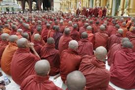 Come interagire con i monaci buddisti