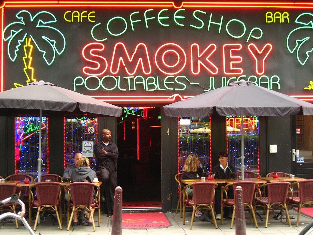 amsterdam coffee shop chiudono