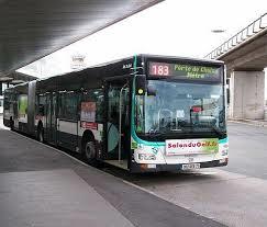 Il bus da Charles de Gaulle alla Tour Eiffel