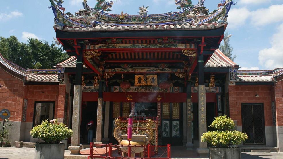 Snake Temple Penang 986x555