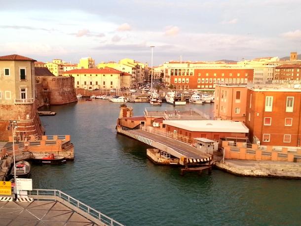 Tour in battello canali medicei a Livorno