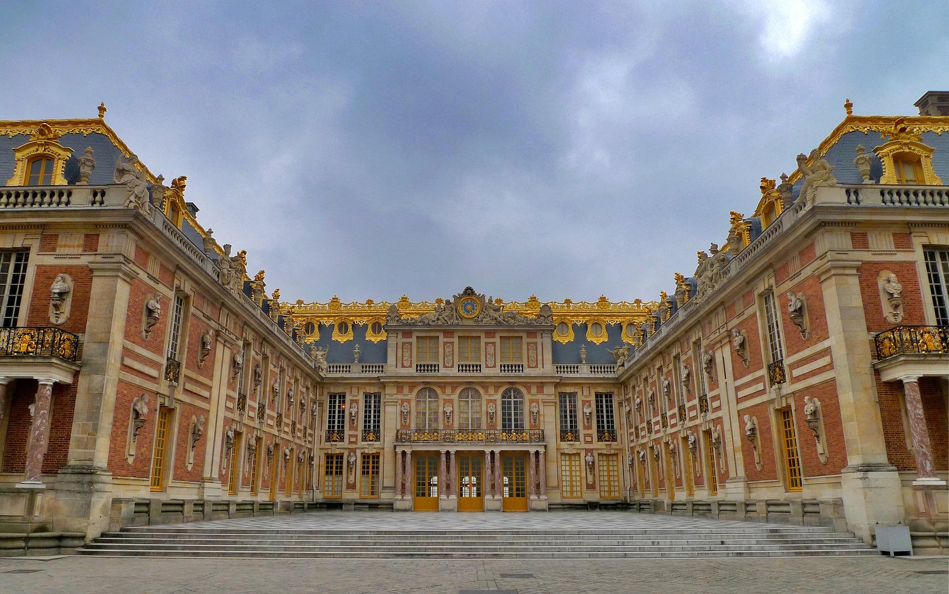 Quali sono le differenze fra la Reggia di Caserta e la Reggia di Versailles
