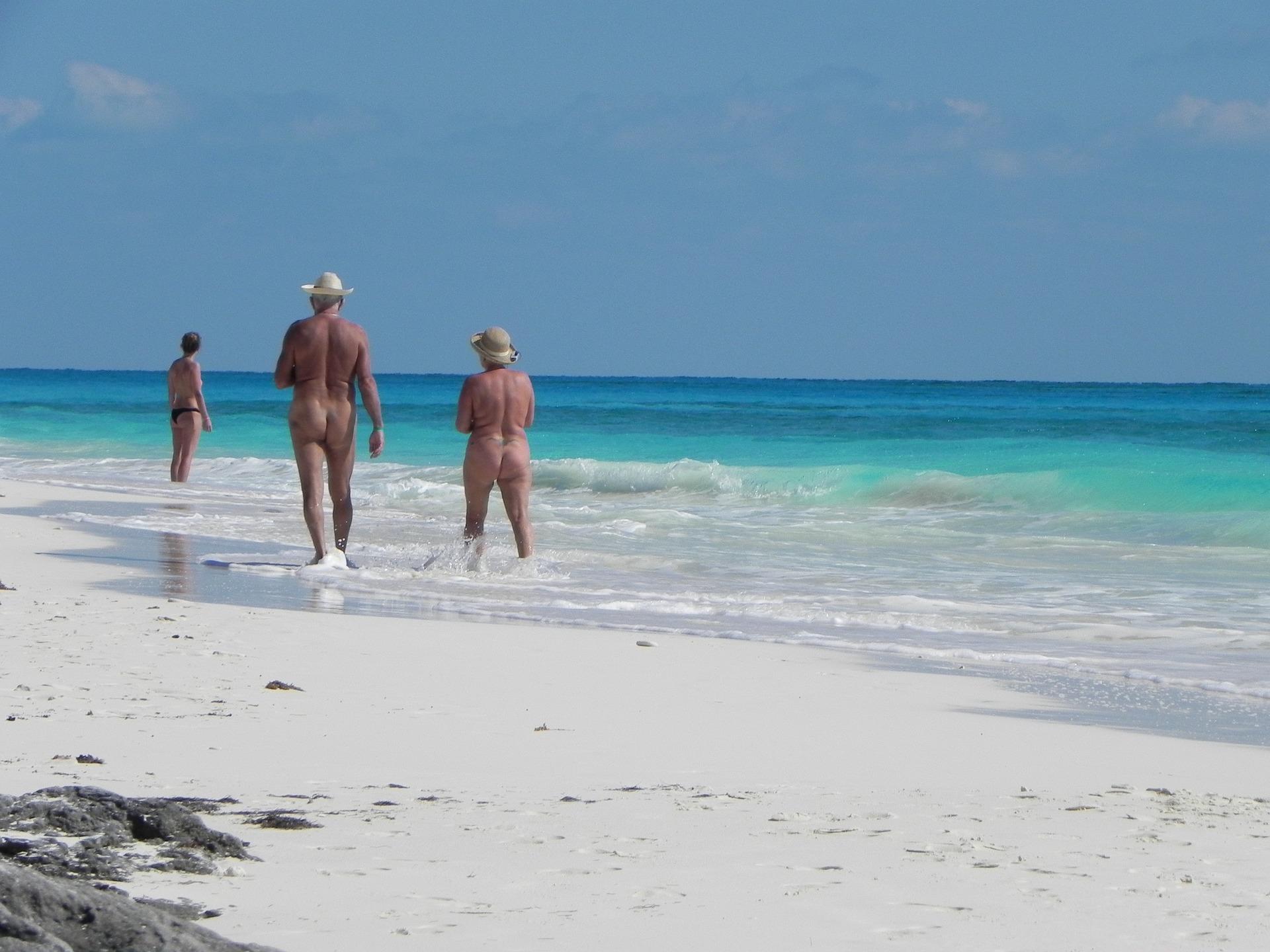 Le 5 spiagge in cui fare nudismo in Spagna