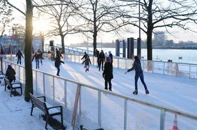 Pattinare sul ghiaccio sulla pista Steenplein di Anversa