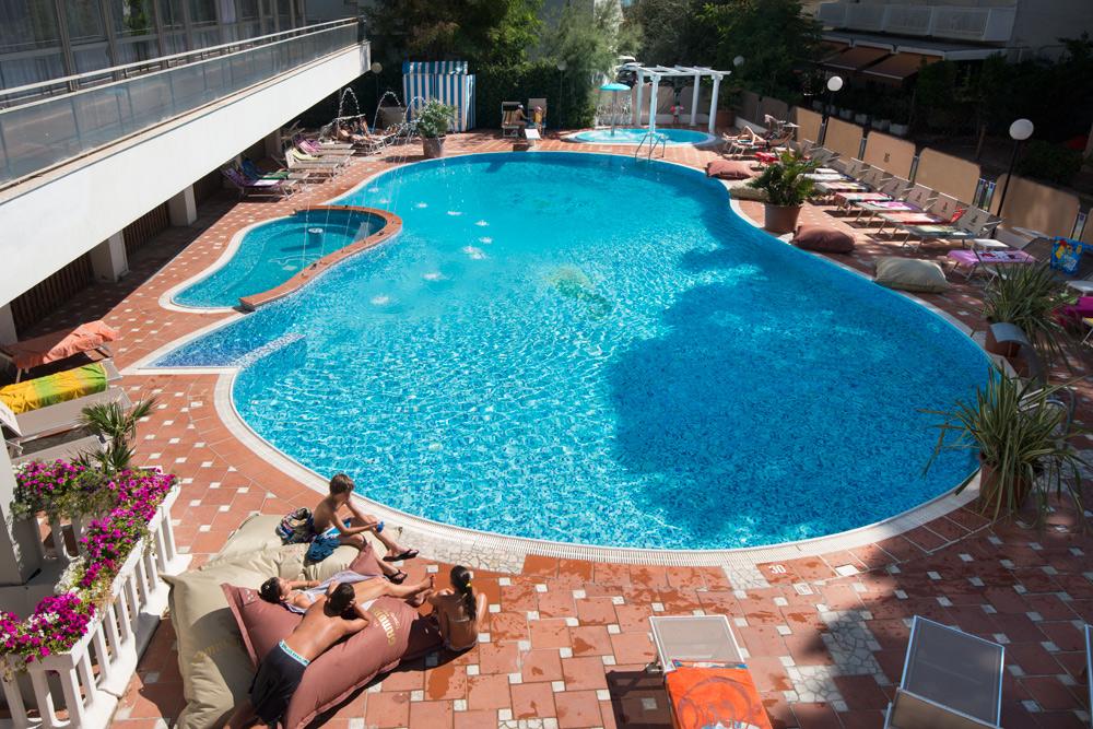 hotel bellaria baby piscina