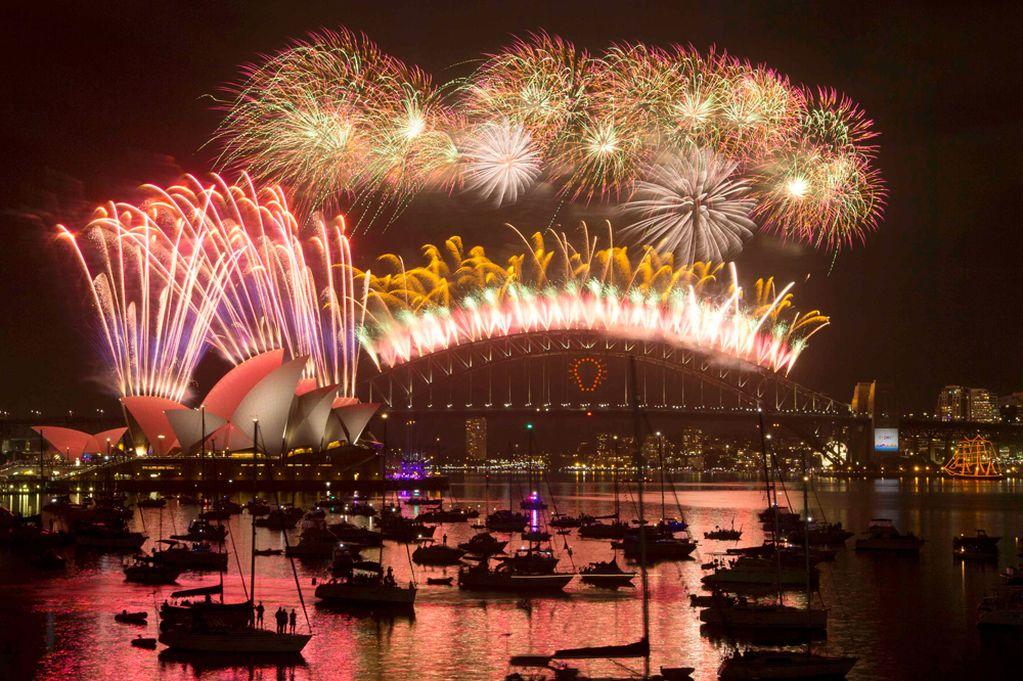 Fireworks light up the Sydney Harbour Bridge