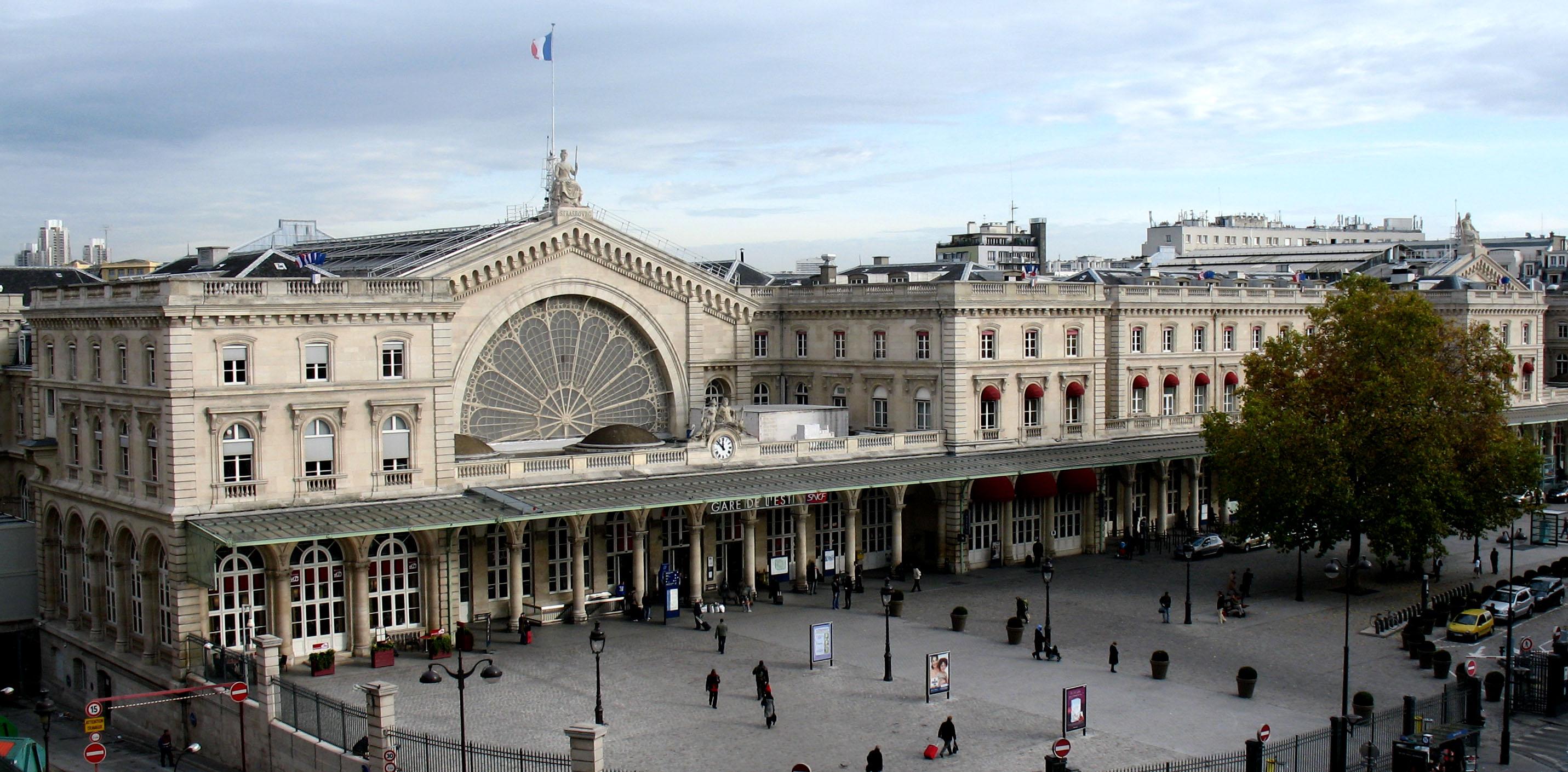 Come si dice dov'è la stazione in Parigi?