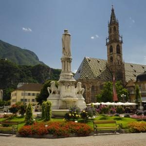 Piazza Walther a Bolzano. Foto da www.alto-adige.com