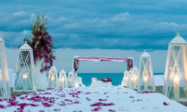 Cinque motivi per sposarsi in spiaggia