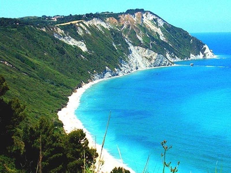 Spiagge pi belle delle marche for Quanto costa 10000 piedi quadrati