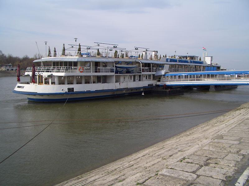 Costo boat hotel Budapest
