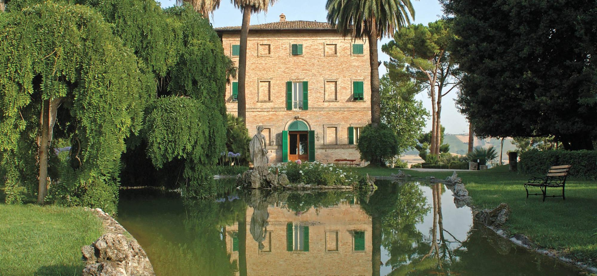 Villa over lake 2000x925