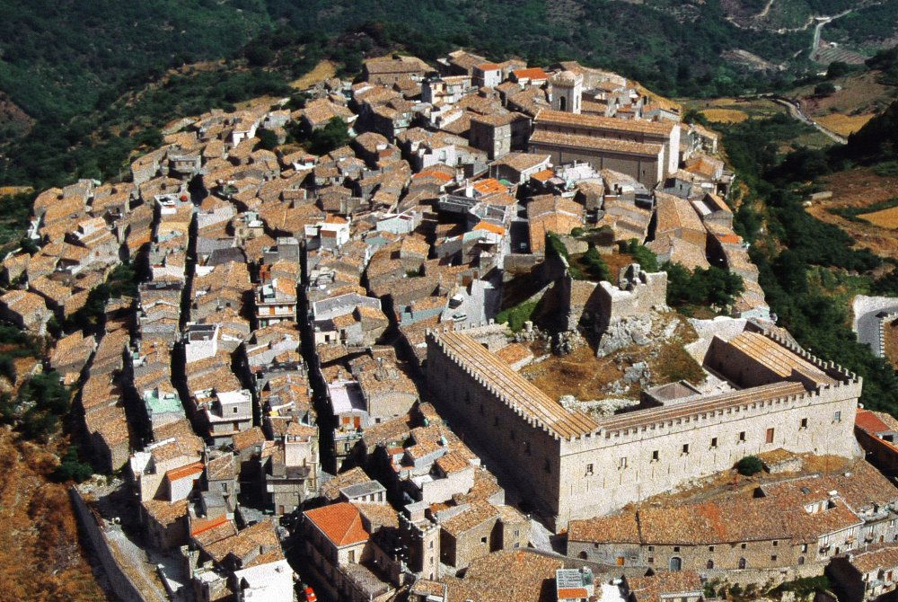 Quanto dista Montalbano Elicona da Messina