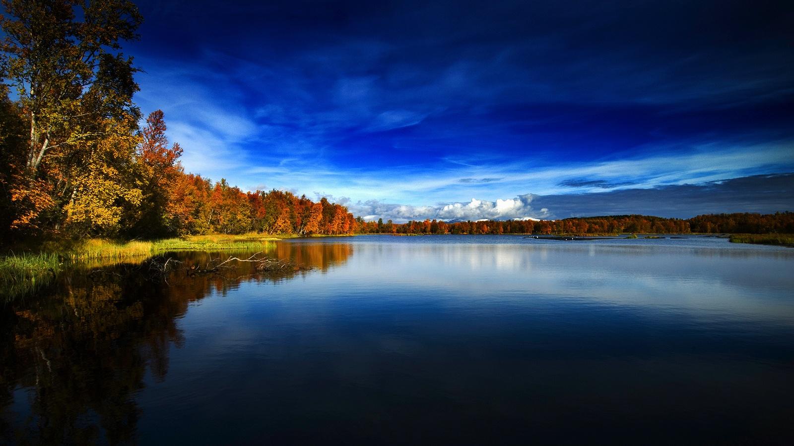 autunno in norvegia lago 1024x1024