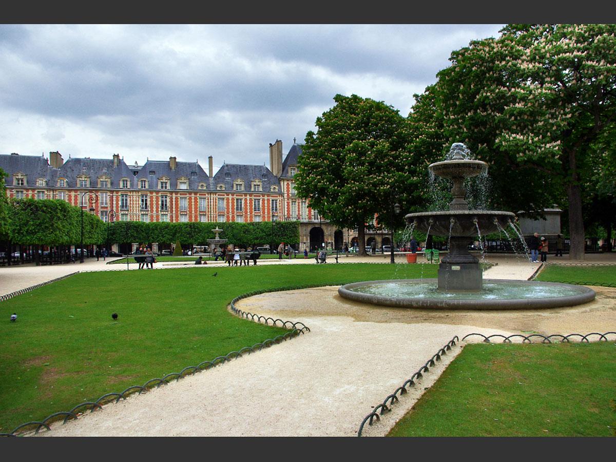 Place des Vosges, Parigi