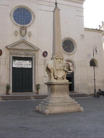 Roma nascosta l'obelisco della minerva
