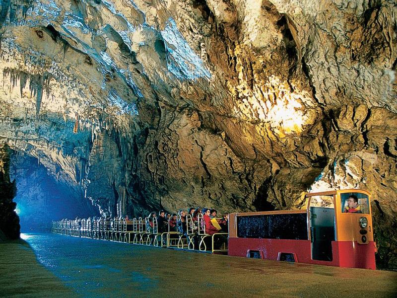 Qual è la temperatura delle grotte Postumia