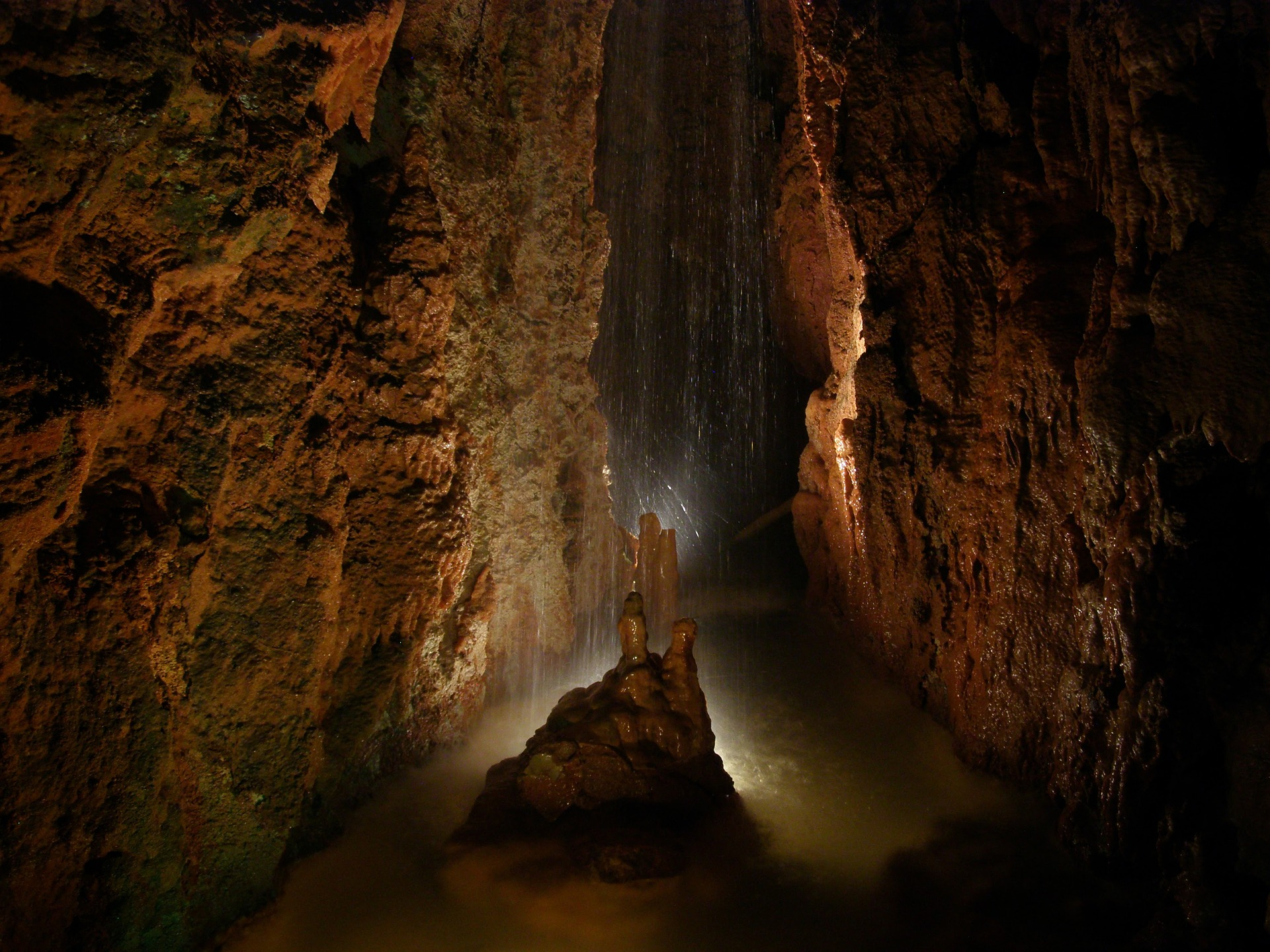 cave 1909324 1920