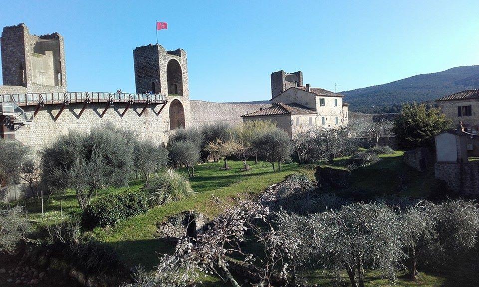 Monteriggioni cinta muraria