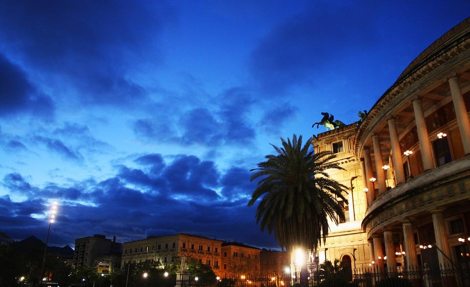 Napoli sotterranea storia miti e leggende viaggiamo for Vedere a palermo