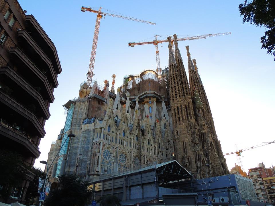 barcelona-2662039_960_720