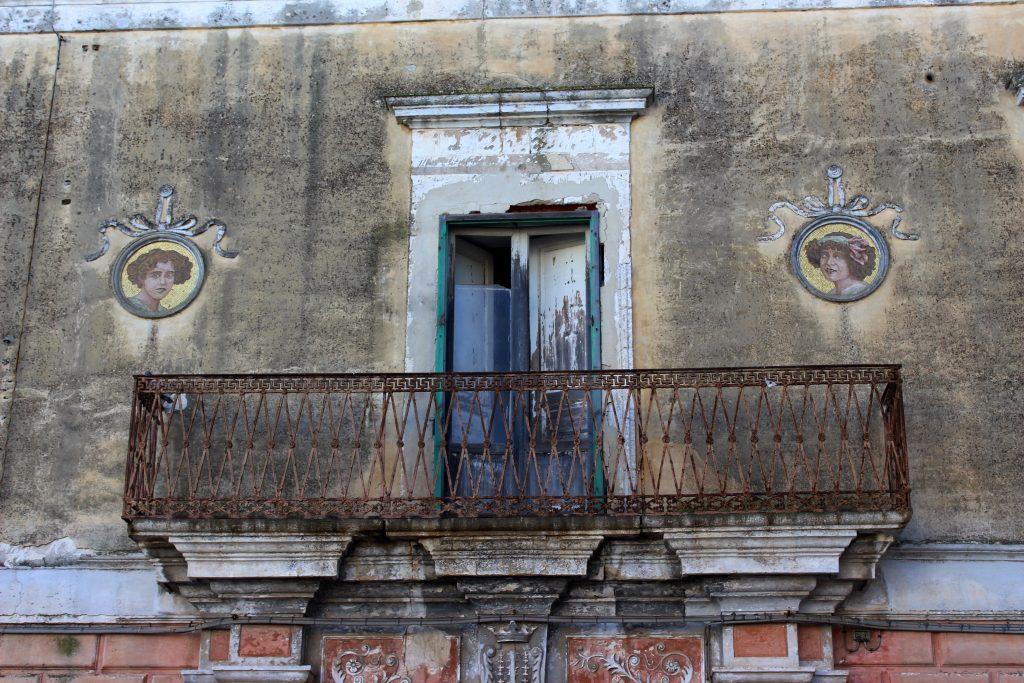 Ginosa, palazzo in Piazza dell'Orologio