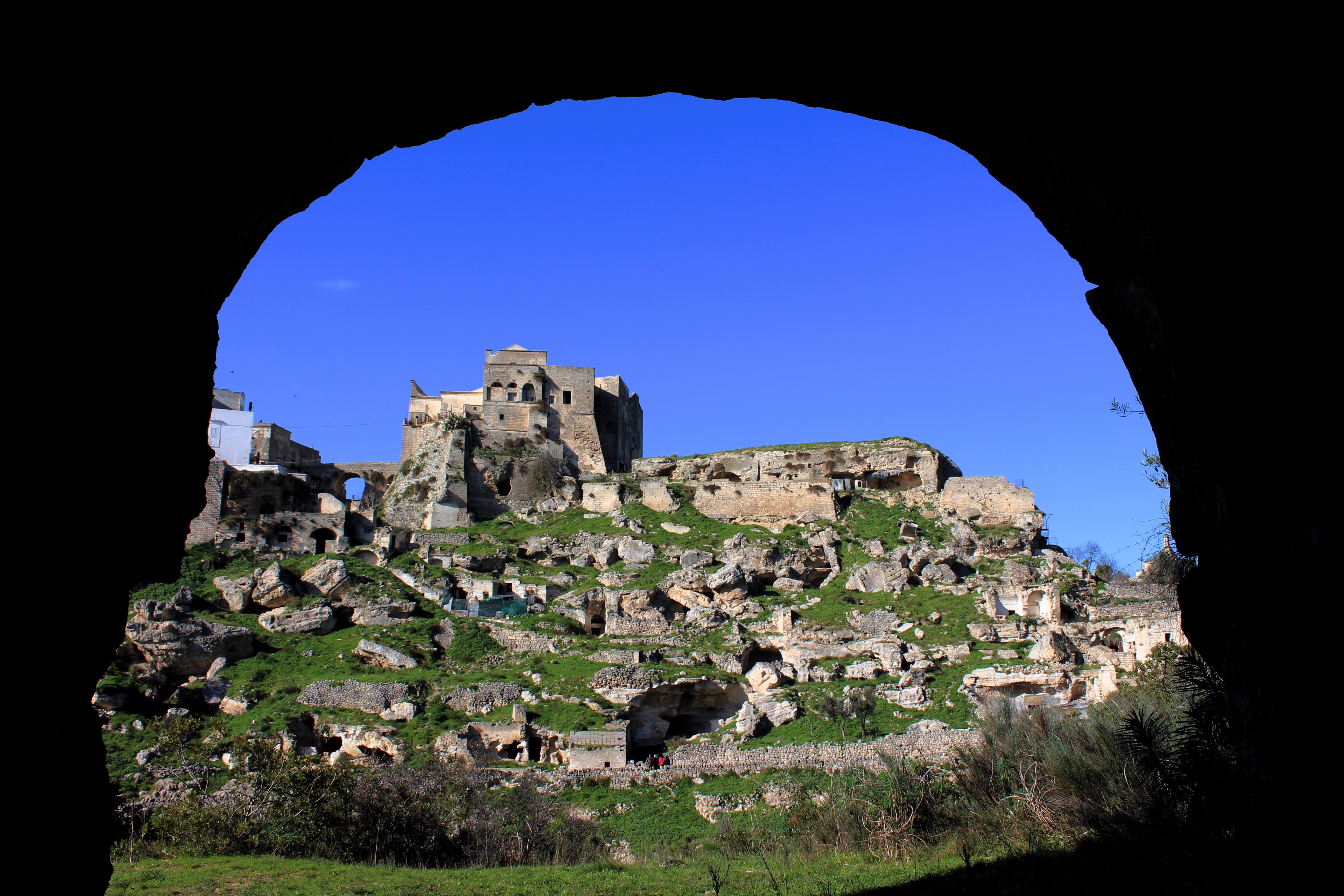 La terra delle gravine: Ginosa, vista sul castello dalla chiesa di Santa Barbara