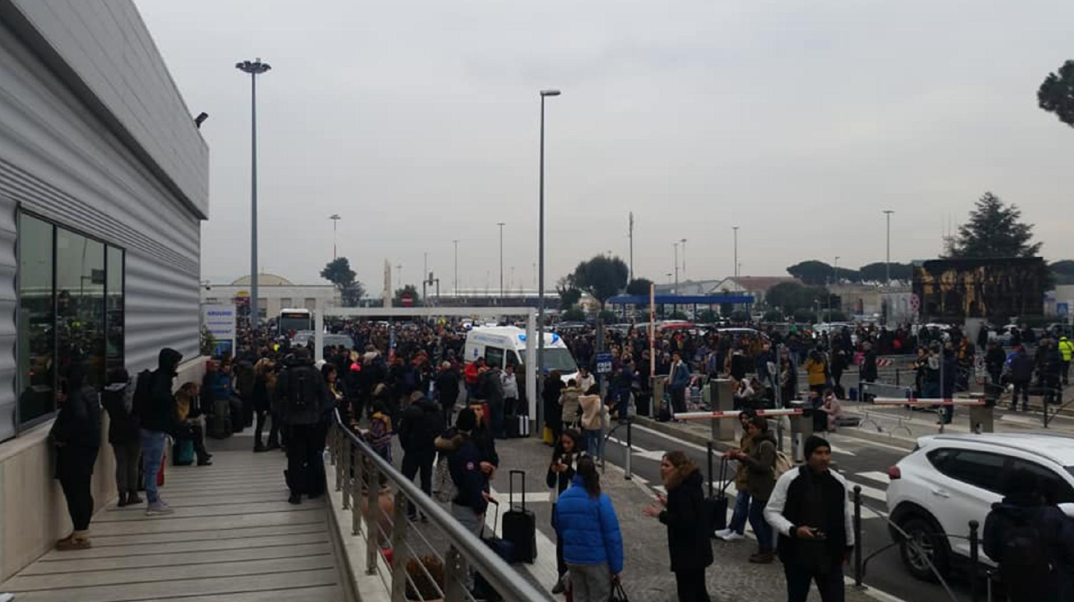 Aeroporto Ciampino: evacuati passeggeri e dipendenti per incendio