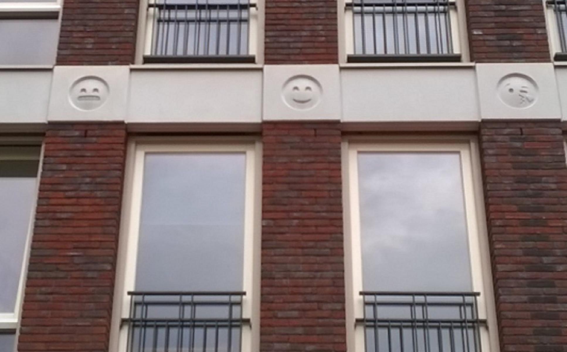 Pazzi per le emoji? In Olanda c'è un palazzo decorato con le facce