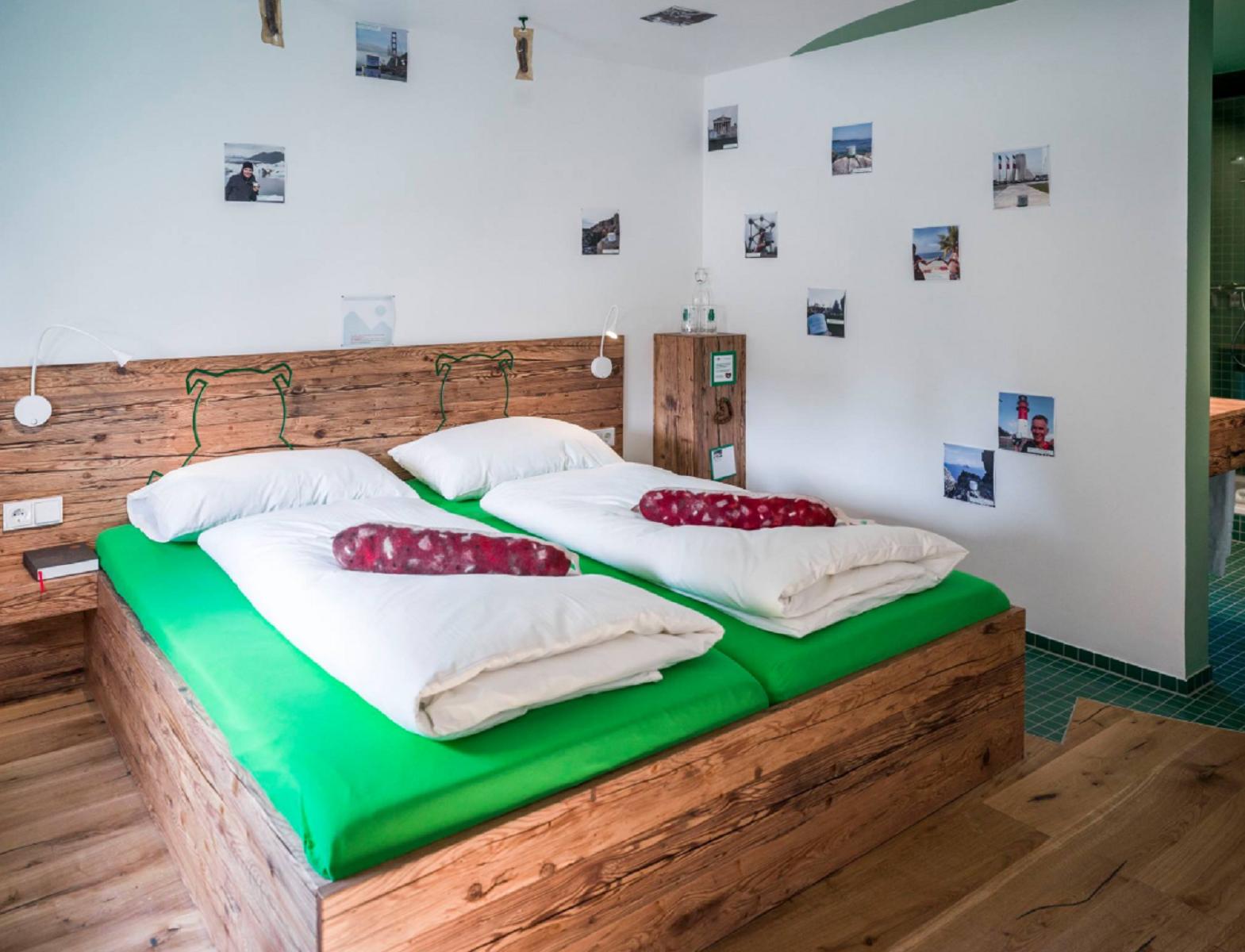 Germania, aperto il primo hotel salsiccia per carnivori