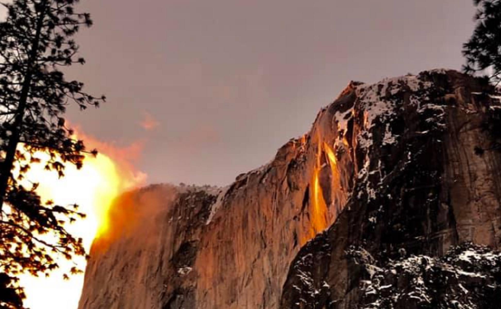 Yosemite National Park: l'effetto delle cascate di fuoco al tramonto