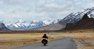 Esplorare l'Himalaya in motocicletta: le strade da percorrere