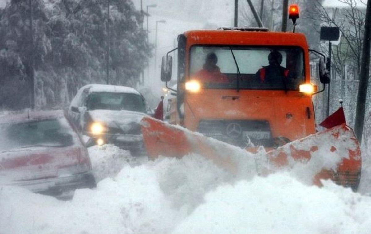 Una valanga ha travolto una auto sulla statale del Brennero