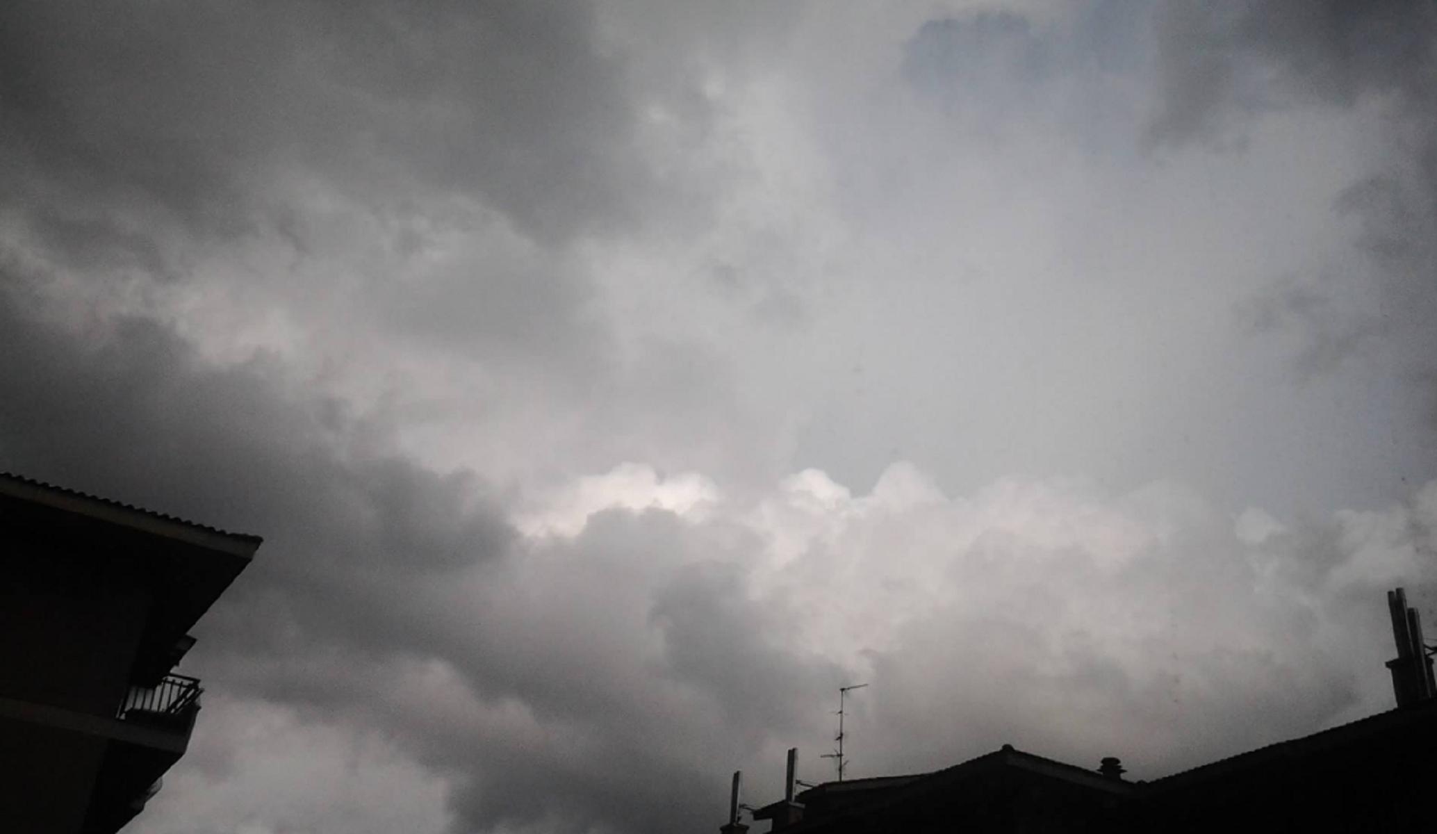 Meteo, addio primavera: torna la pioggia