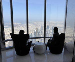 Dubai, aperto il salotto più alto del mondo: è a 575 metri da terra