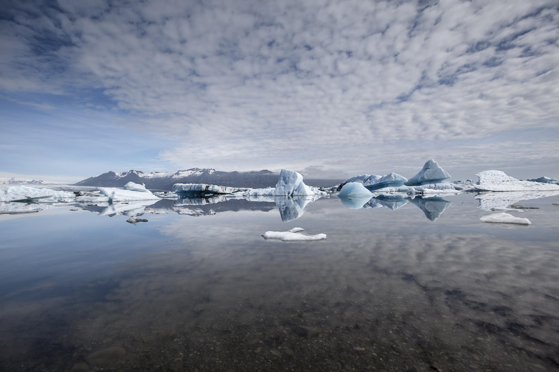 Islanda, crolla un blocco di ghiaccio