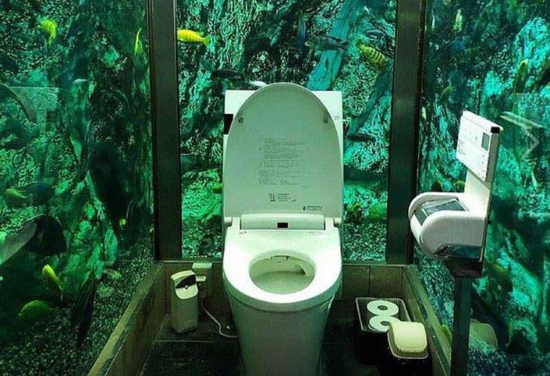 Giappone, bagno per sole donne dentro un acquario