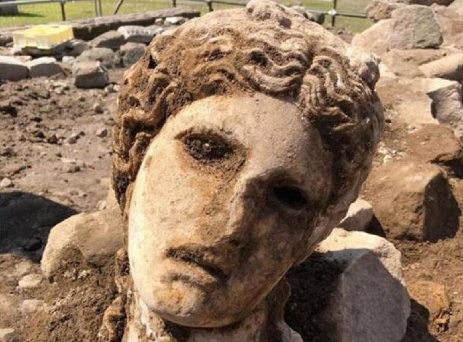 Roma, ritrovata una statua durante lavori di scavo