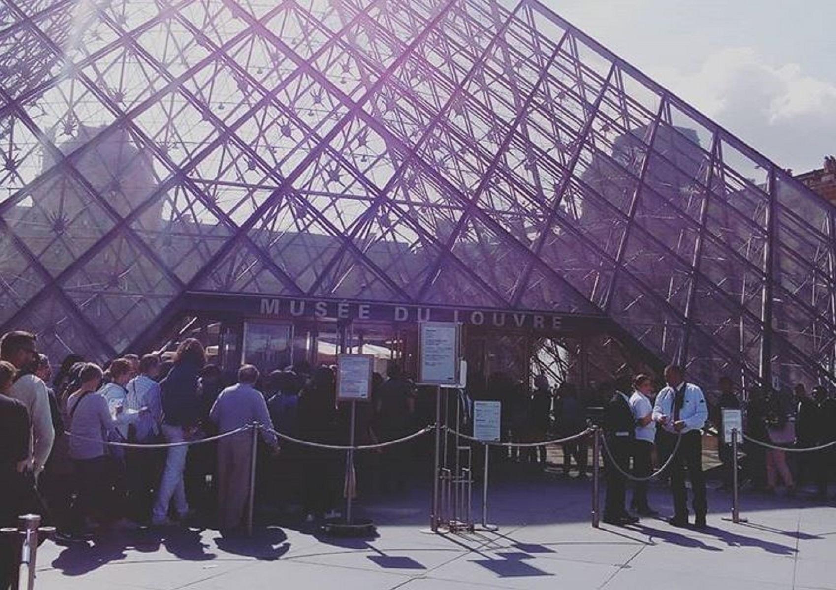 """Louvre in sciopero: """"Troppi visitatori, situazione insostenibile"""""""