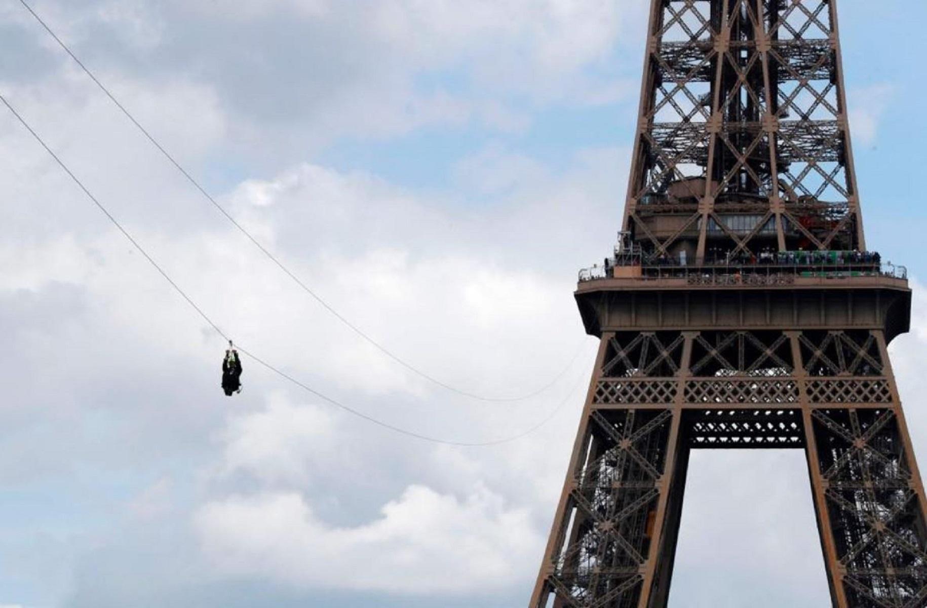 La Tour Eiffel compie 130 anni e inaugura la zip line