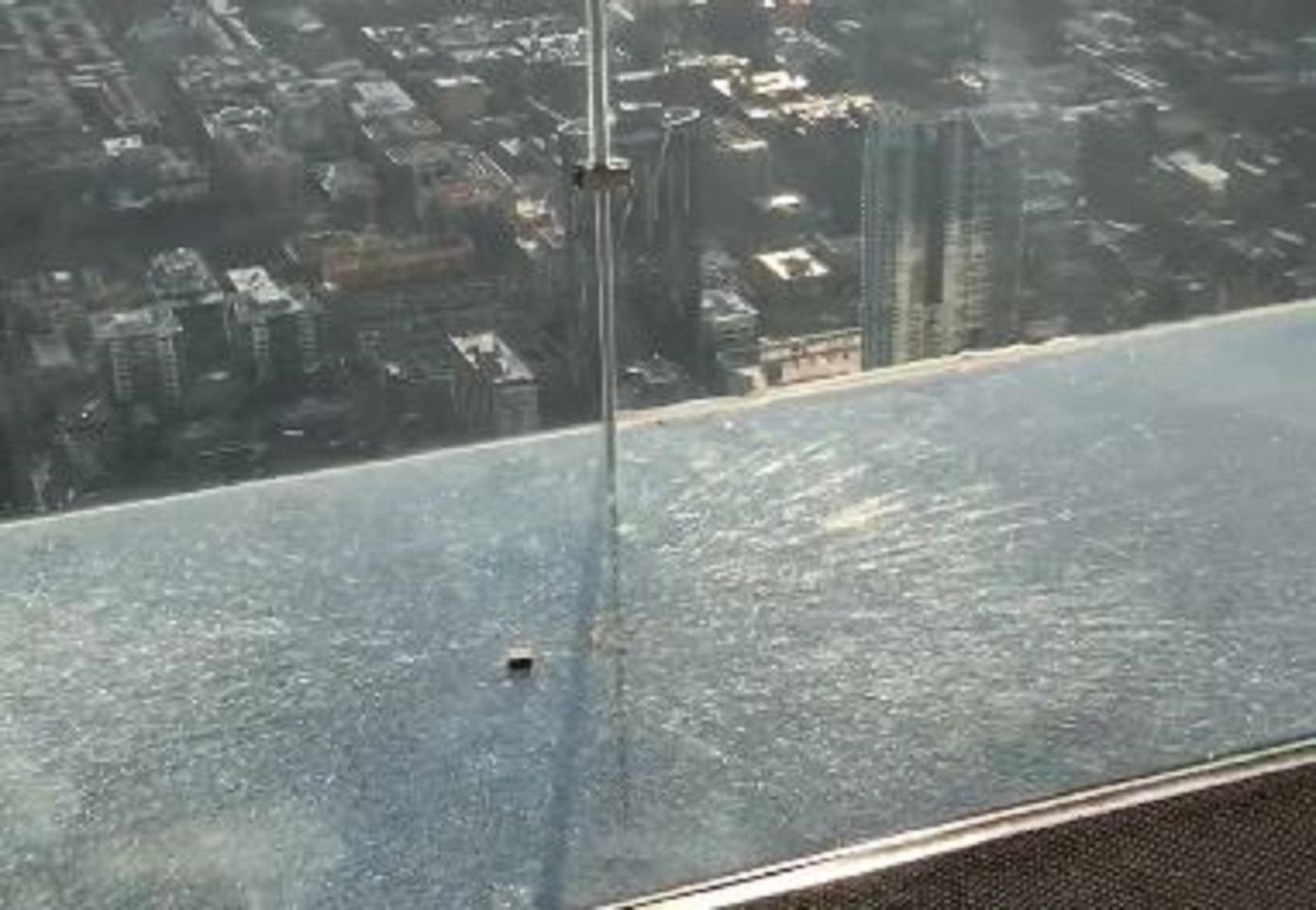 Chicago, rotto il balcone di vetro della Willis Tower