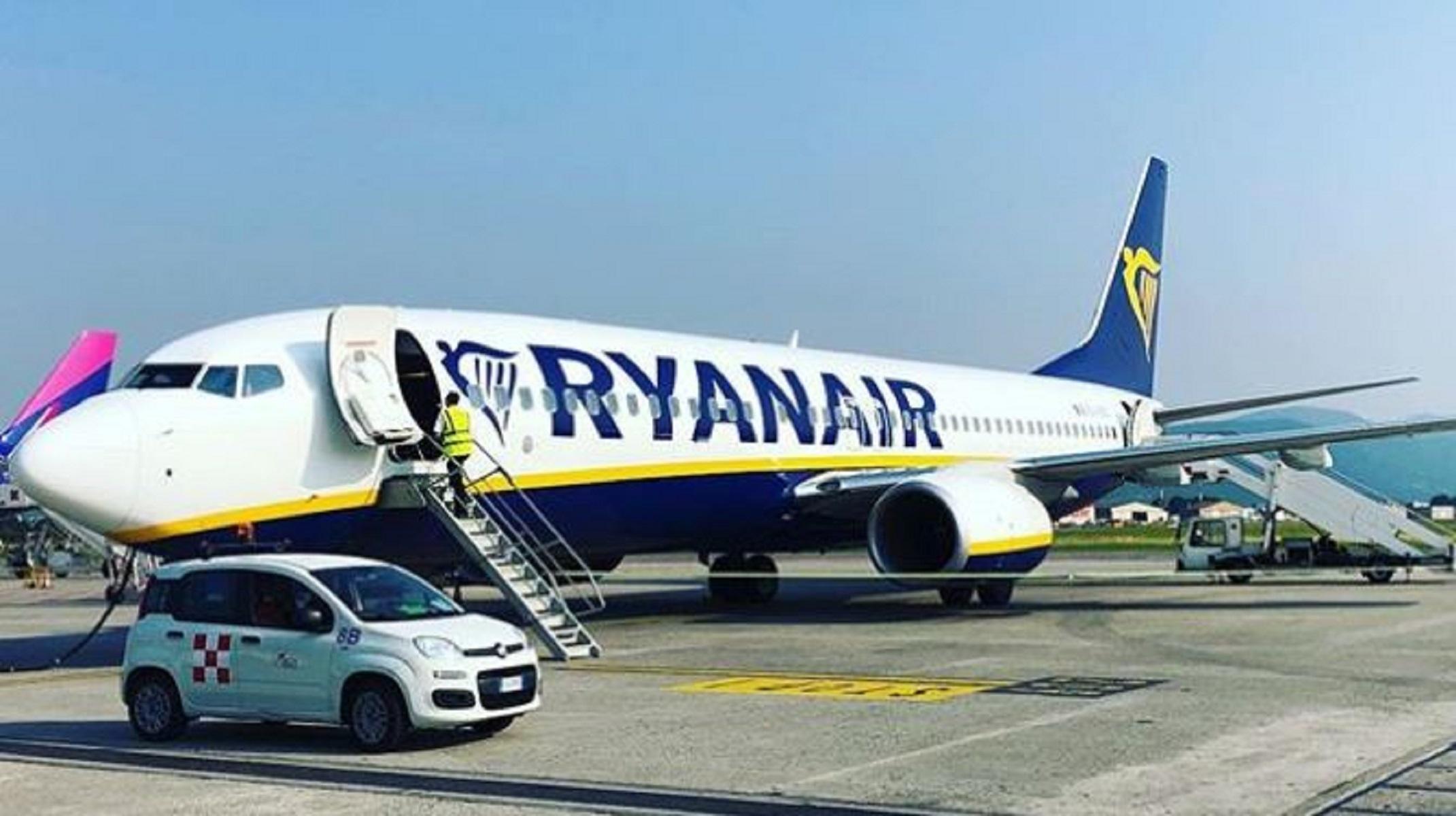 Ryanair, le nuove tariffe sui bagagli infuriano i viaggiatori