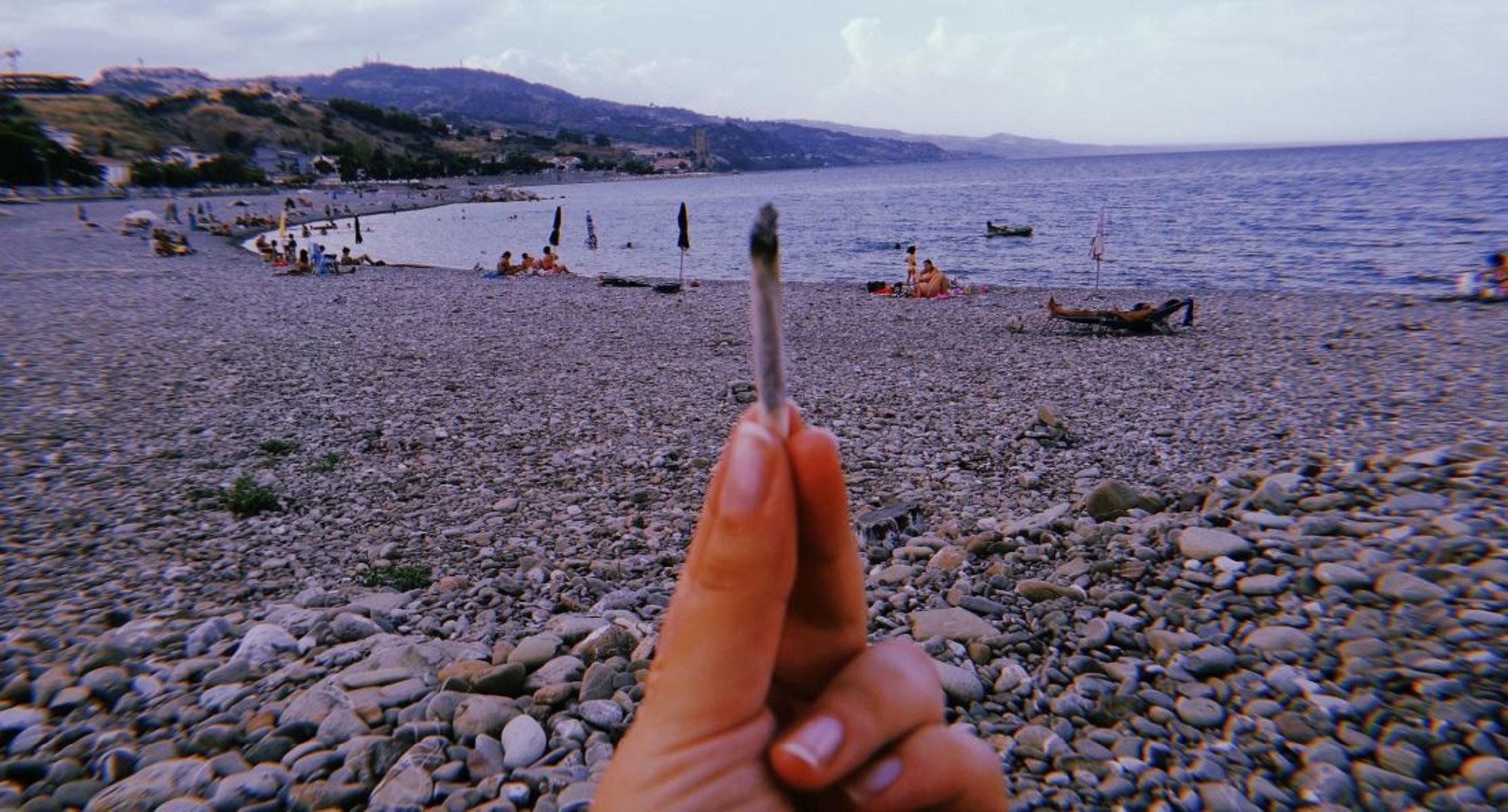 Italia, divieto di fumo in spiaggia: le informazioni utili