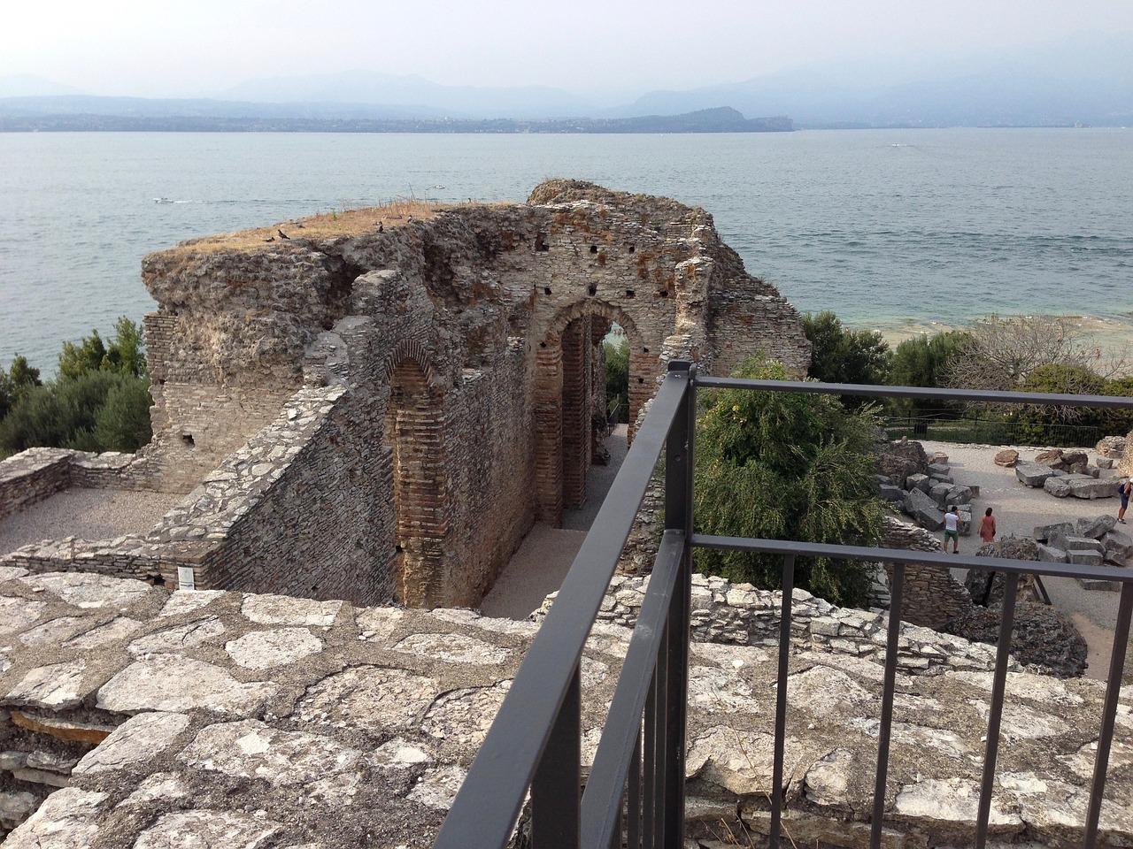 grotte di catullo storia