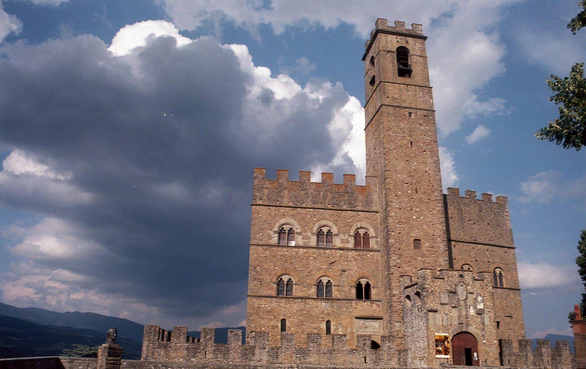 castelli infestati toscana