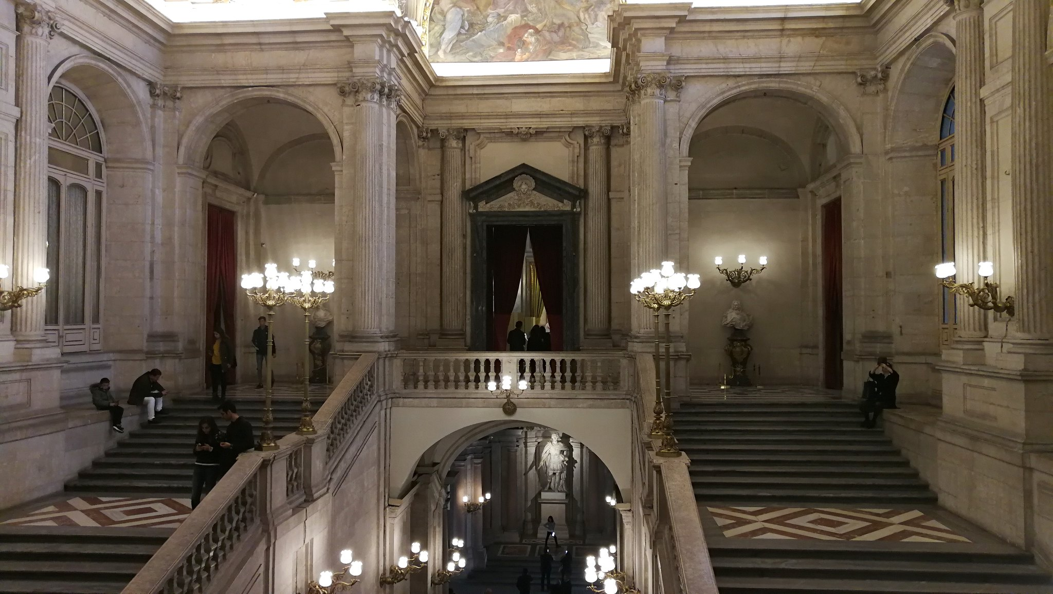 interno palazzo reale madrid