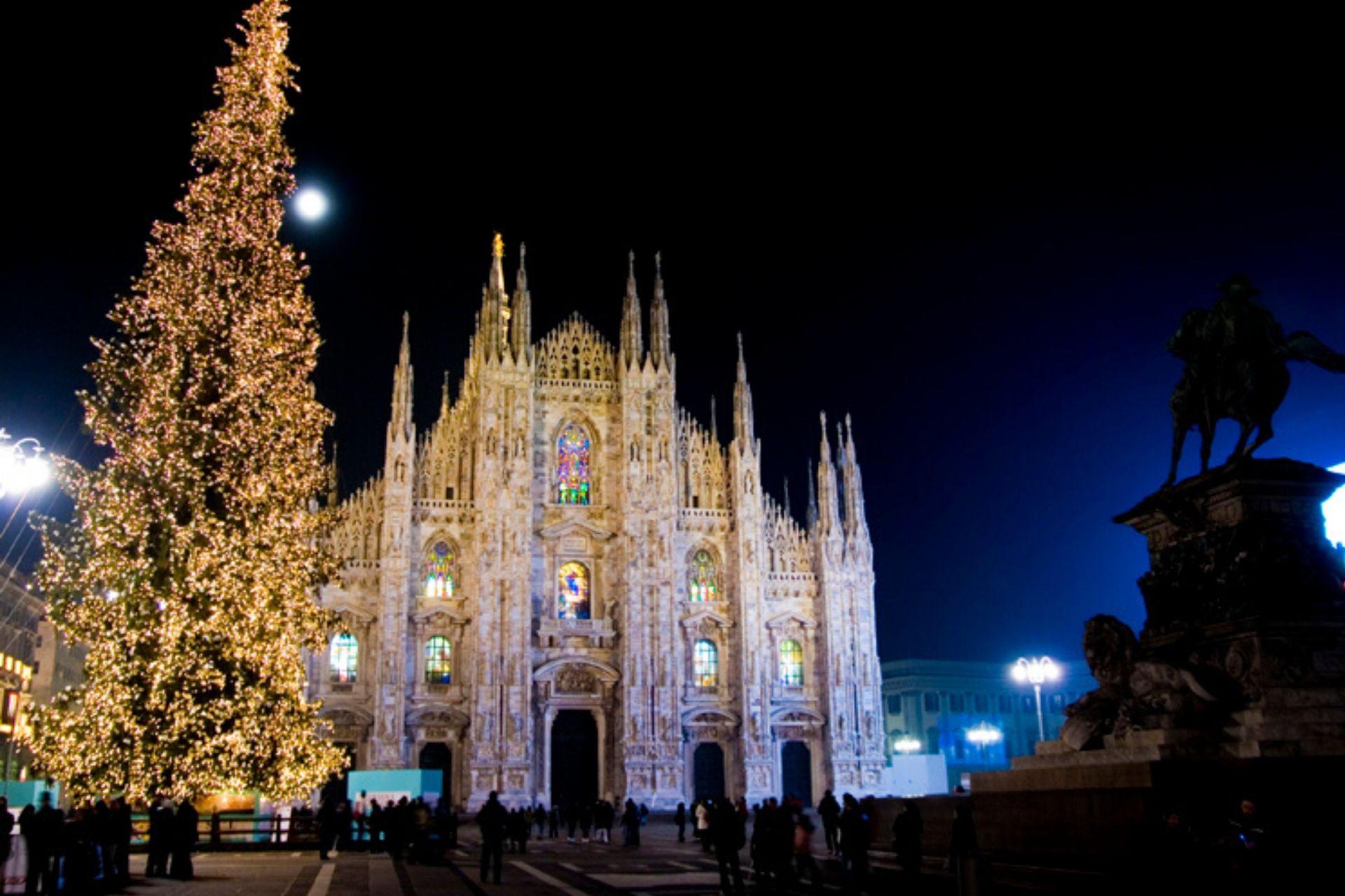 Albero Di Natale Milano.Accensione Albero Di Natale Milano 2019 Le Date E Gli Orari Viaggiamo