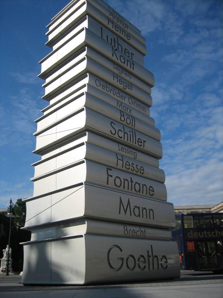 monumento torre di libri berlino