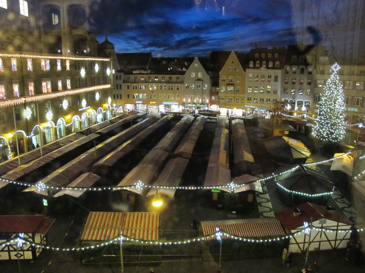 Rathausplatz mercatini
