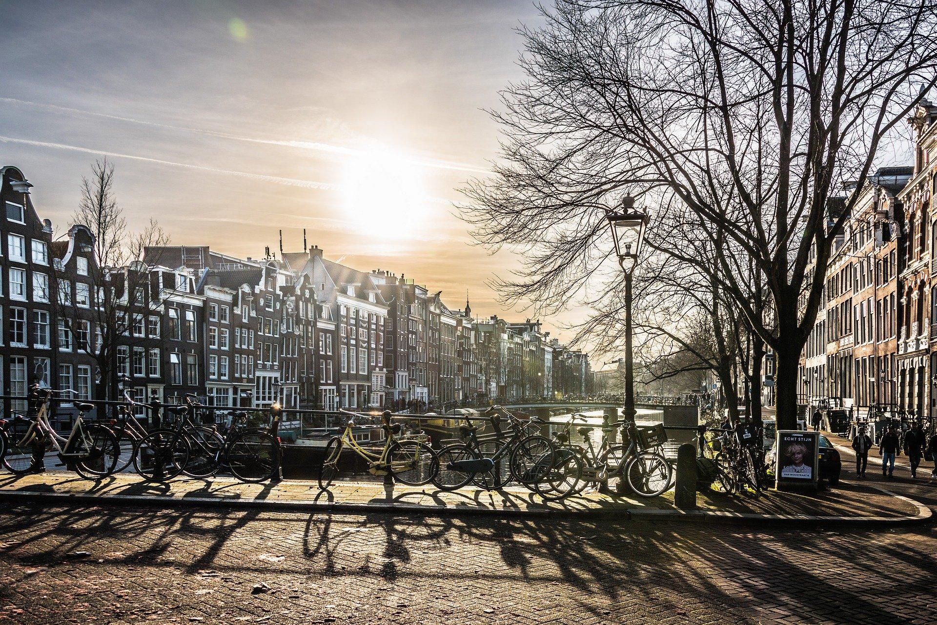 amsterdam-città-ponte-fiume